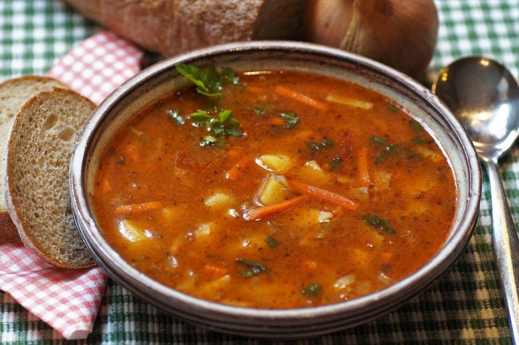 goulash, soup, lunch-4014661.jpg